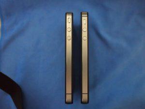 iPhone 4(左) と iPhone 4S(右)